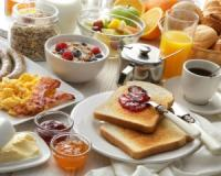 Eating breakfast lowers your risk of type 2 diabetes and cardiovascular disease