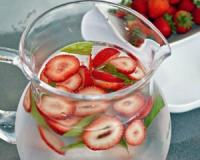 Improve your health and digestion with detox water