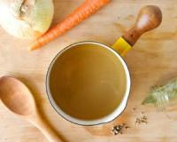 See you later, green juice - bone broth is the new hot drink in town! These are four of its healing powers
